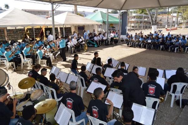 Realizados com sucesso o 7º Encontro Regional de Bandas de Campos Altos e a exposição fotográfica da cidade e da Lira Santo Antônio