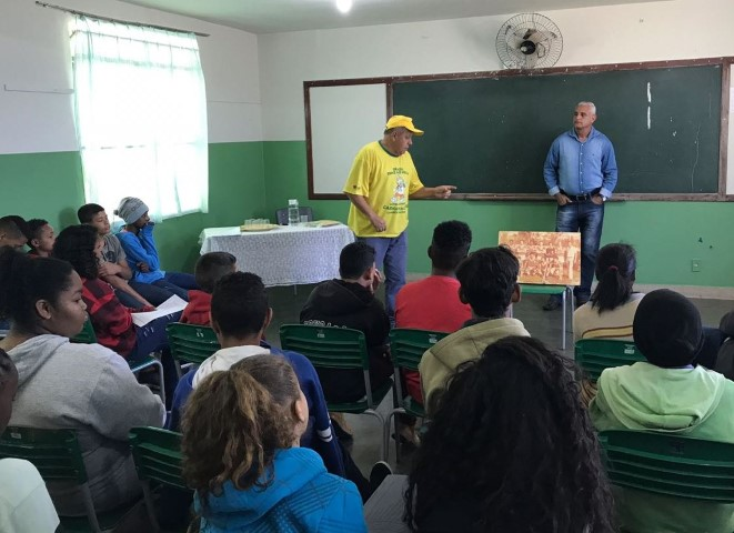 Palestra interativa, com os ex-atletas Sinval e Guenê na Escola M. Amélia Franco